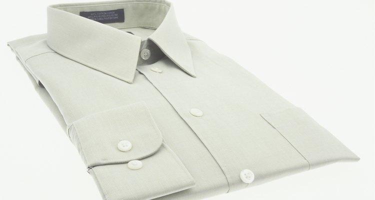 Uma camisa social branca
