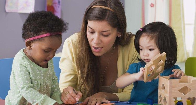 Algunos niños aprenden trabajando con sus manos.