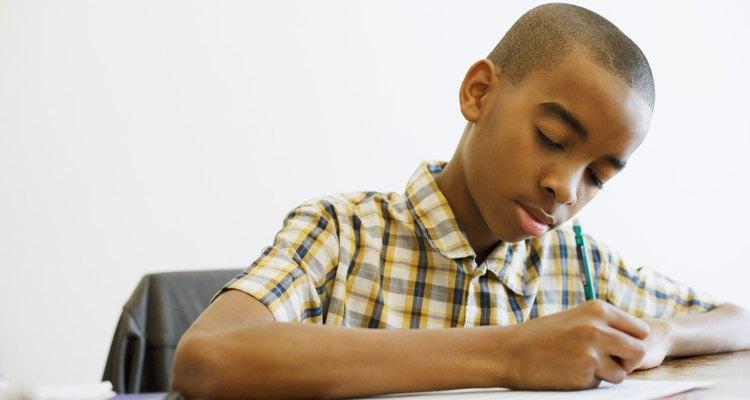 La tarea le ayuda a los estudiantes a desarrollar y practicar habilidades de estudio.