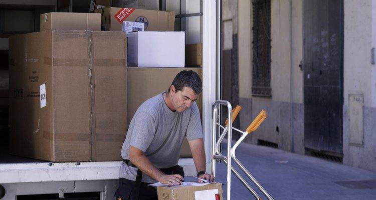 Los costos de transporte son un costo asociado con tener inventario.