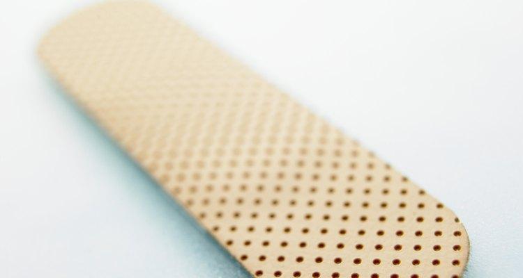 As bandagens podem deixar um resíduo grudento
