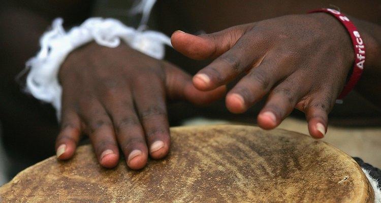 Los tambores africanos a menudo se usan en ceremonias.