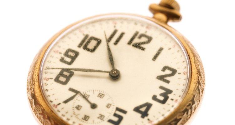 Aprenda a definir a hora do seu relógio de bolso para estar sempre na hora certa