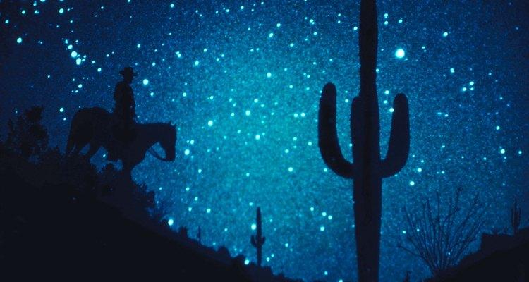 Las noches estrelladas son temas interesantes para las pinturas.