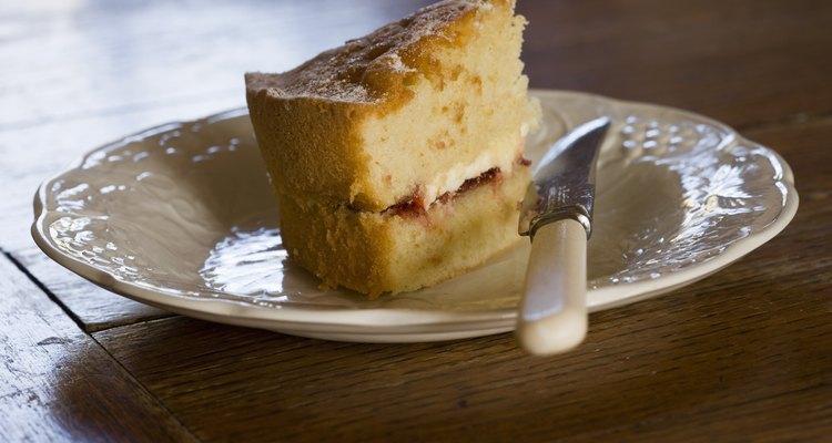 Hornear un pastel con una parte superior lisa es más una cuestión de ciencia que de magia.