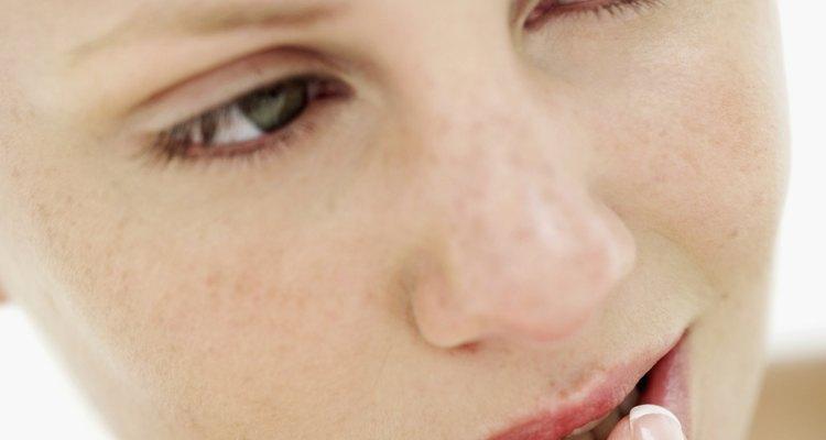 Use batom para disfarçar a herpes labial