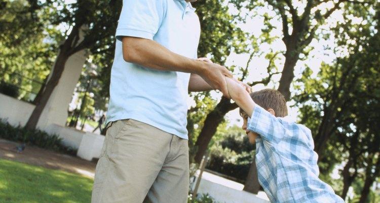 Los niños necesitan atención. Como padre, proveer esa atención no es difícil.