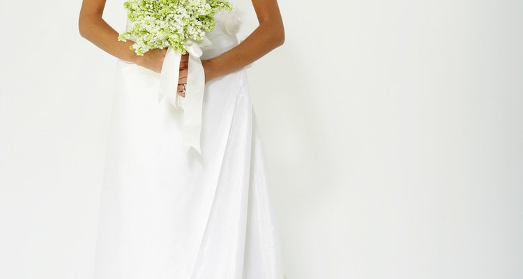 El vestido blanco no puede faltar en una boda, es un símbolo de distinción y clase.
