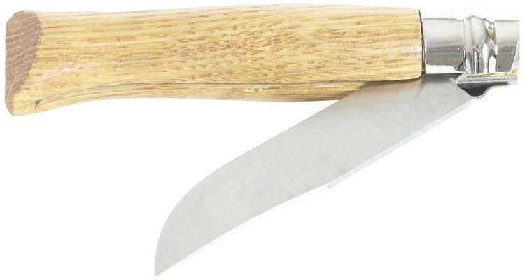 Usa la prueba de corte de papel para juzgar el borde de un cuchillo recién afilado.