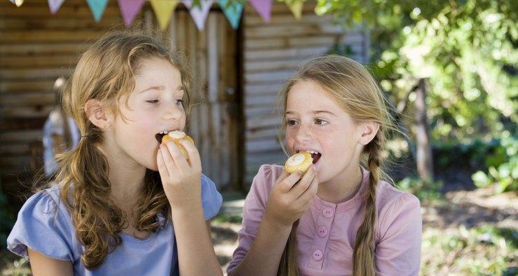 Los niños de once años disfrutan de las fiestas de cumpleaños al aire libre.