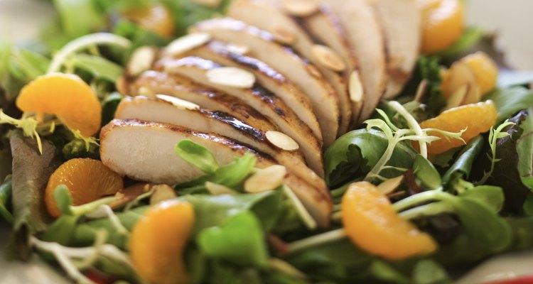 Use amêndoas fatiadas como decoração em uma variedade de pratos
