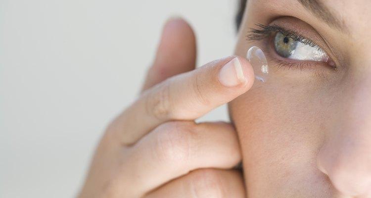 Aprenda algumas dicas para facilitar a inserção das lentes de contato