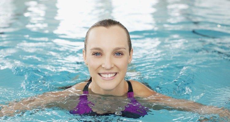 Como usar algicida na sua piscina
