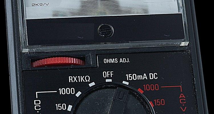 Os voltímetros medem a diferença potencial em carga elétrica