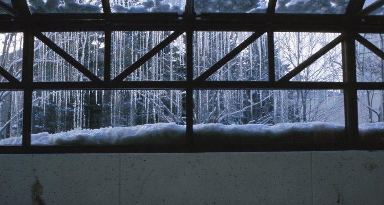 Los marcos de invernadero son de aluminio, madera o acero galvanizado.