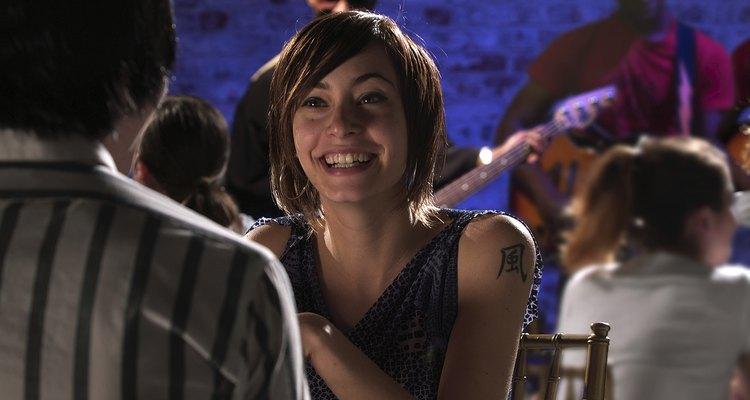 Permitir que los músicos toquen puede atraer personas a los bares.