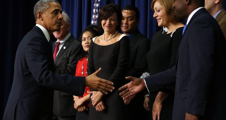 El presidente lleva a cabo los acuerdos con otros países.