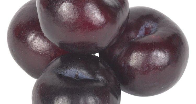 Congelar las ciruelas es una buena manera de conservar la fruta.