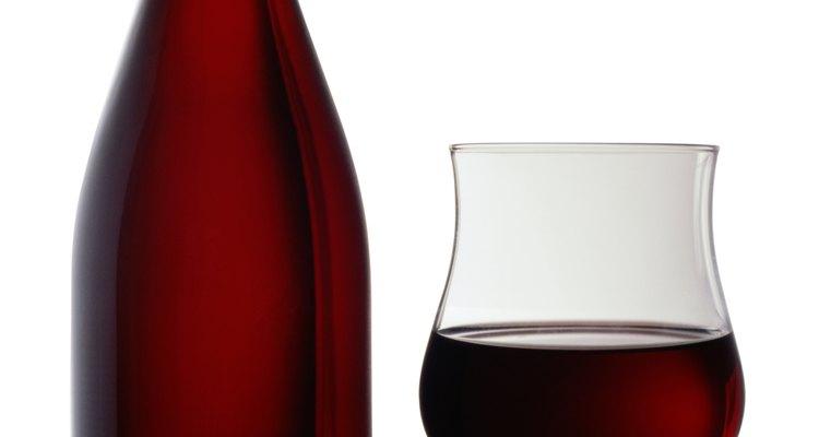 Con algunas fuentes y un poco de imaginación, vas a crear etiquetas para tus botellas en poco tiempo.