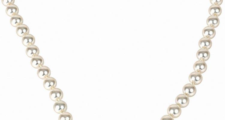 Limpia perlas cultivadas con productos suaves para evitar el daño.