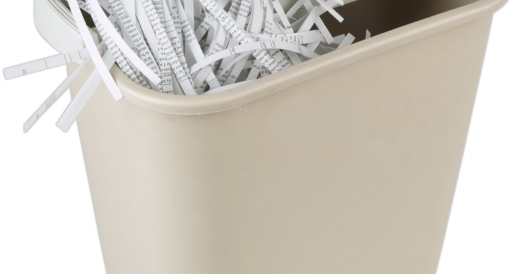É possível destruir documentos importantes sem uma trituradora de papel