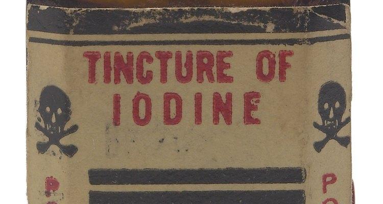 El yodo, que lo venden en farmacias, es bueno para limpiar el cordón umbilical.