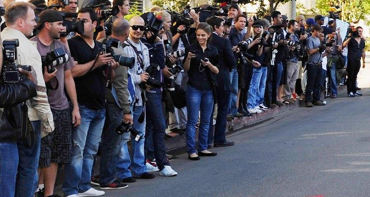 Paparazzis aguardando a chegada de uma celebridade