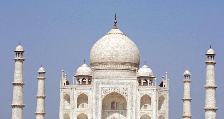 Bella imagen de la perfecta simetría del Taj Mahal.