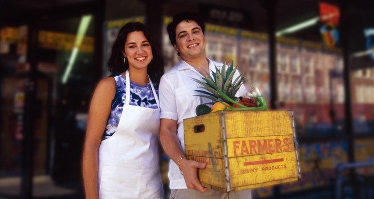 En todo el país hay mercados de productores donde se venden productos agrícolas frescos.