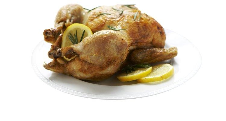El sabor ácido y dulce del limón caramelizado con el pollo asado es una buena combinación.