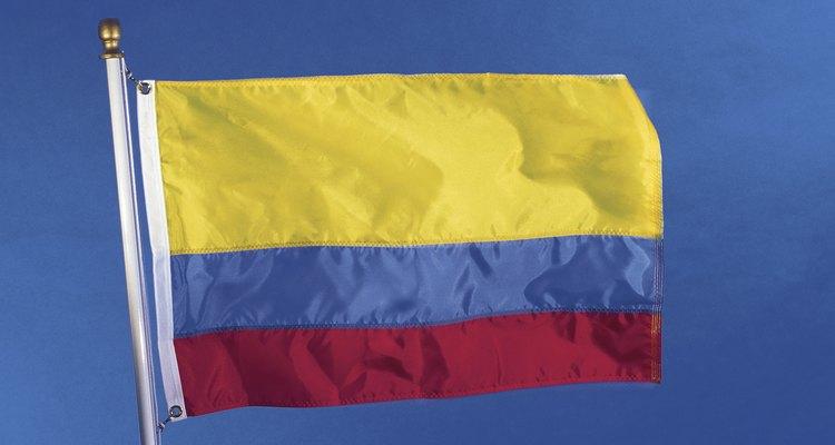 La bandera de Colombia con sus tres franjas que evocan las riquezas, los dos mares y la sangre derramada en la Independencia.