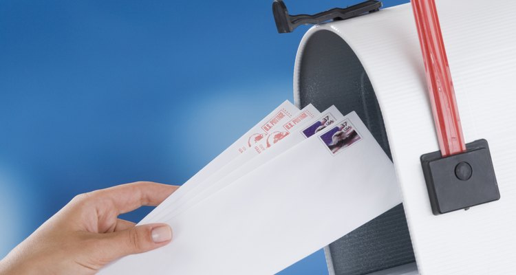 O papel de ofício precisa ser dobrado de uma maneira apropriada para caber em envelopes de ofício