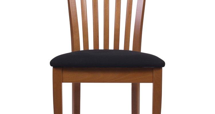 Os grampos são encontrados frequentemente nas cadeiras