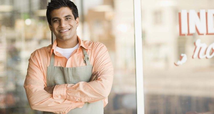 Las habilidades sociales tales como exhibir una actitud amable con los clientes son esenciales para una variedad de puestos de trabajo.