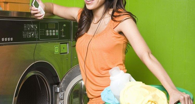 Cómo arreglar el interruptor de la tapa de una lavadora.