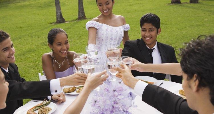 La fiesta de los 15 años es un ritual importante en la cultura española que marca el paso de una niña hacia la edad adulta.