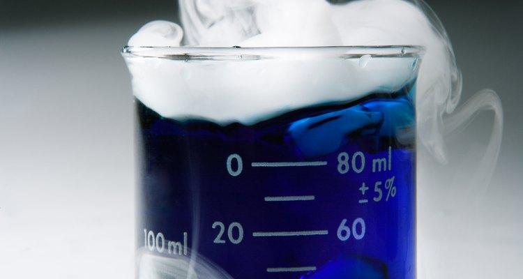El hielo seco está hecho de gas de dióxido de carbono comprimido.