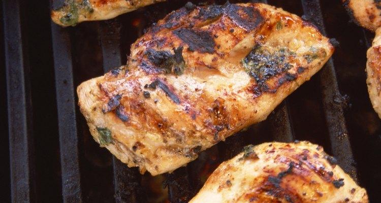O frango grelhado pode ser servido com qualquer tipo de acompanhamento