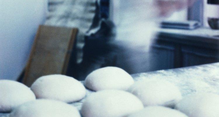 Como tingir a massa de pão