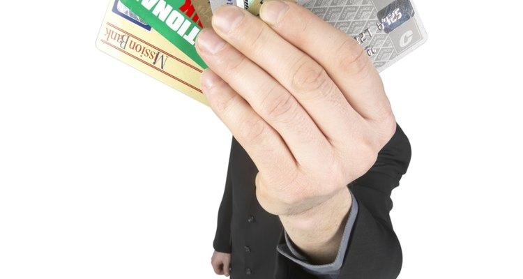 Autoriza a alguien para que pueda usar tu tarjeta débito.