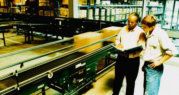 Es función del coordinador de logística dirigir el proceso de compras.