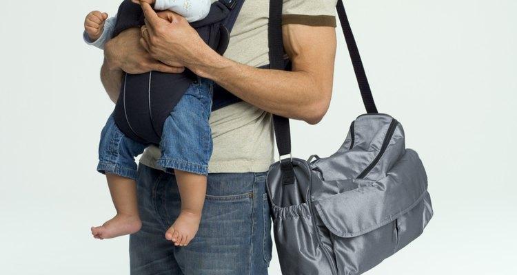 Una bolsa de pañales es el lugar más fácil para llevar la leche materna.