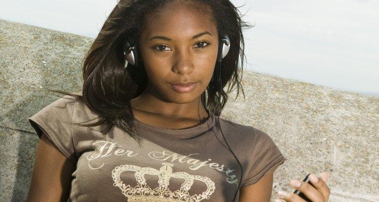 Los adolescentes pueden tener problemas al usar un iPod todo el tiempo.