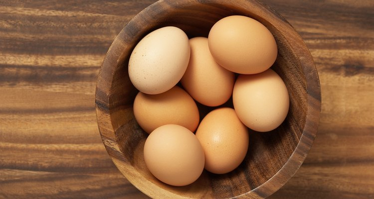 Huevo fresco para hacer tortillas de verduras.