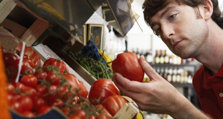 Agarra, no aprietes el tomate.