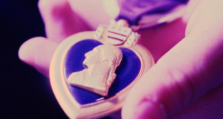 La adjudicación del Corazón Púrpura es un ejemplo de una sanción formal positiva.