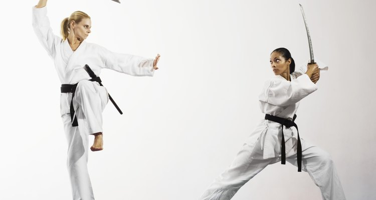 Vários estilos de espadachim podem ensinar um indivíduo a lutar com a katana