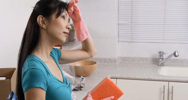 Limpia las encimeras después de usar una bomba de pulgas.