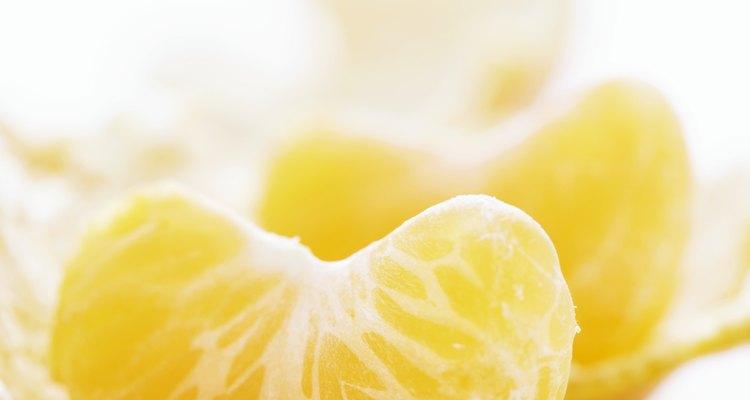 Las mandarinas son pequeñas frutas cítricas dulces.