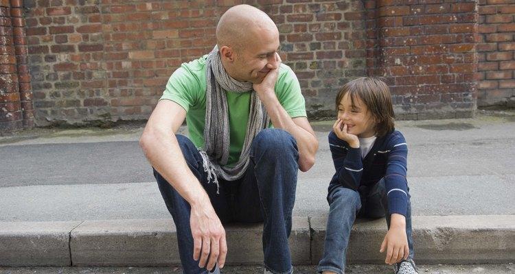 Practicar situaciones con tu hijo le ayuda a aprender habilidades de seguridad.